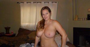 Topless grosse poitrine