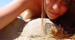 Selfie à la plage nue